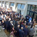 Hoxhaj kritika Qeverisë: E dhimbshme të shohësh gjyshërit tanë të shtyhen për vaksina