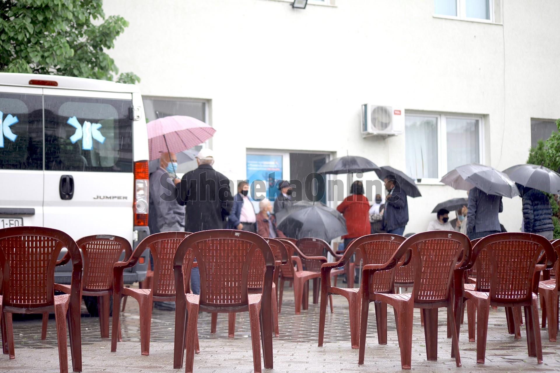 Suharekë, nën përkujdesjen e policisë fillon procesi i vaksinimit në QKMF