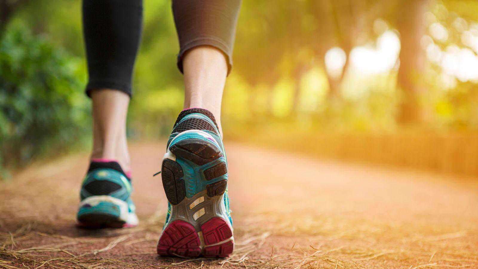 Dhimbja e kockave – si ndikon një orë ecje në javë për osteoartritin