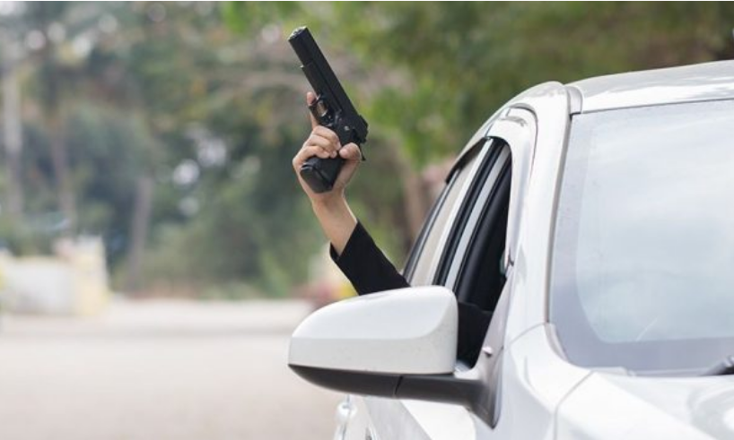Bllacë, gjuajti me armë nga vetura, sekuestrohet një armë me karikator dhe 6 fishekë